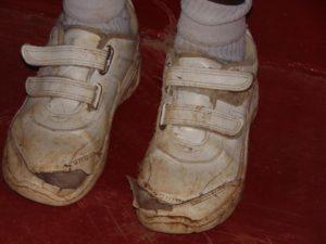 Wenn das Geld für Schuhe nicht reicht!
